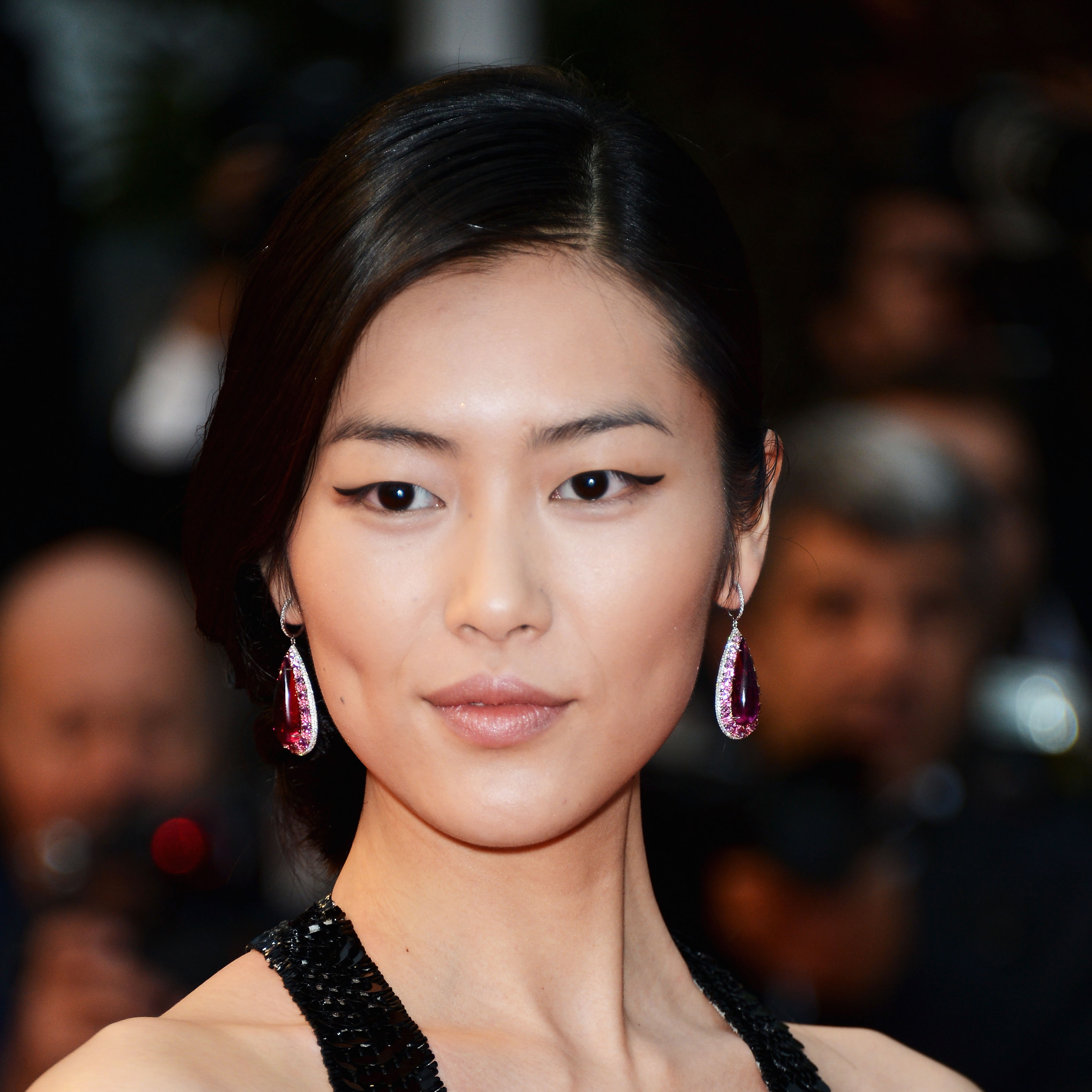 The 29-year old daughter of father (?) and mother(?), 178 cm tall Liu Wen in 2017 photo