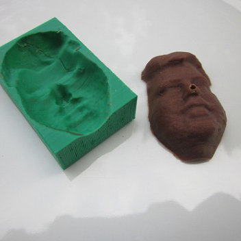 A DIY 3D Printed Mold That Makes a Chocolate Model of Your Face