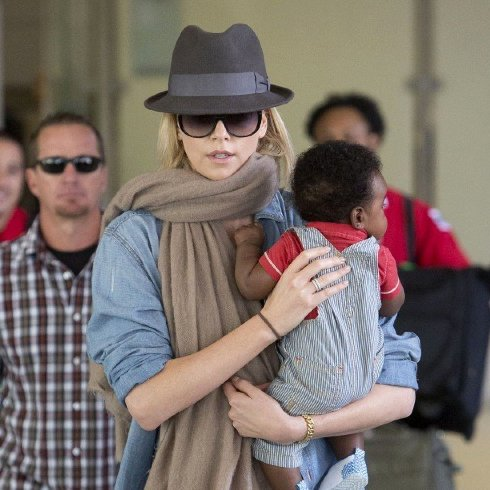 Charlize Theron Talks Traveling With Son on Jimmy Kimmel