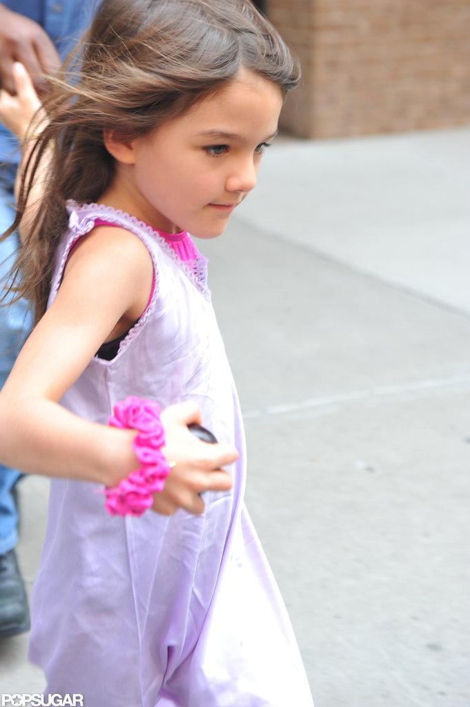 Suri Cruise wore a bright pink scrunchie on her wrist.