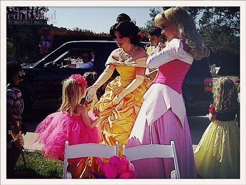 Stella holding court with her princesses!