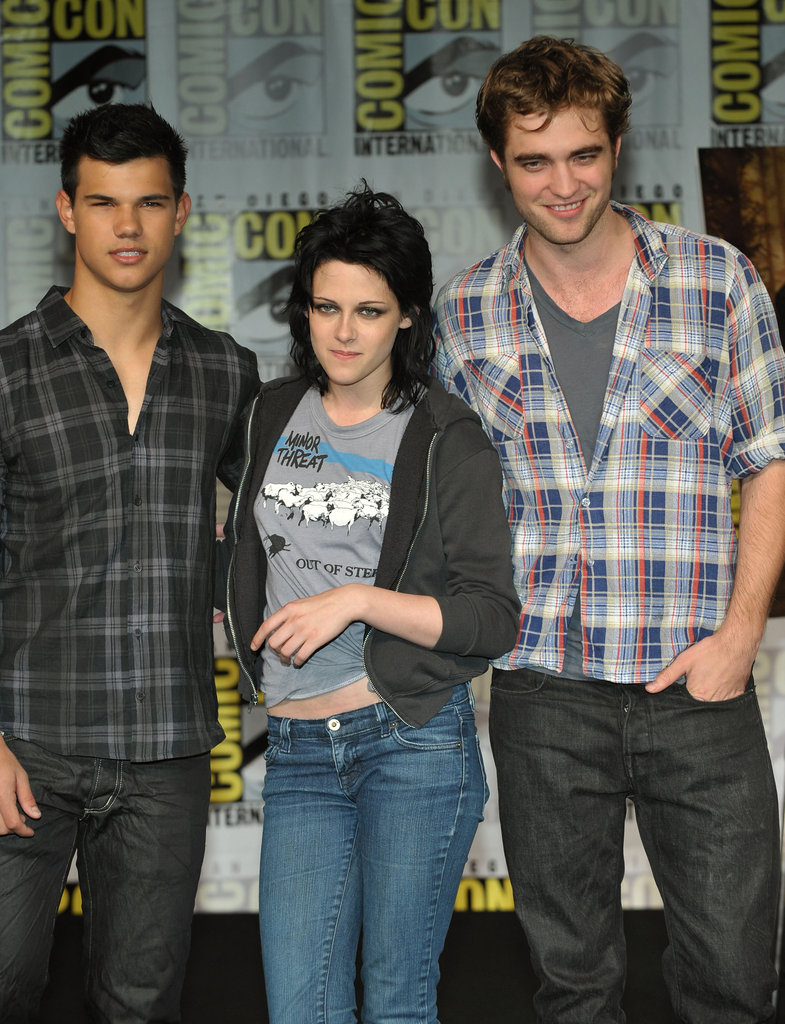 Kristen Stewart posed between Robert Pattinson and Taylor Lautner in 2009.