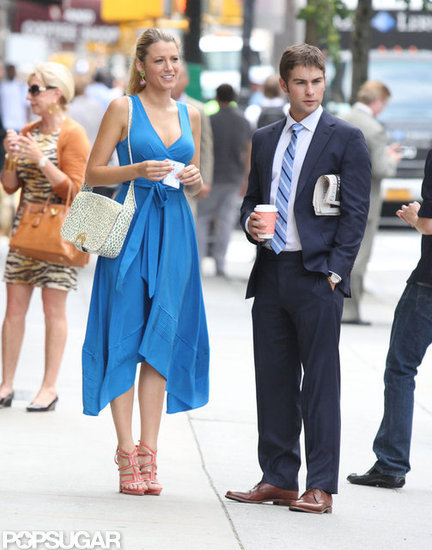 Blake Lively Faces the Heat on the NYC Gossip Girl Set