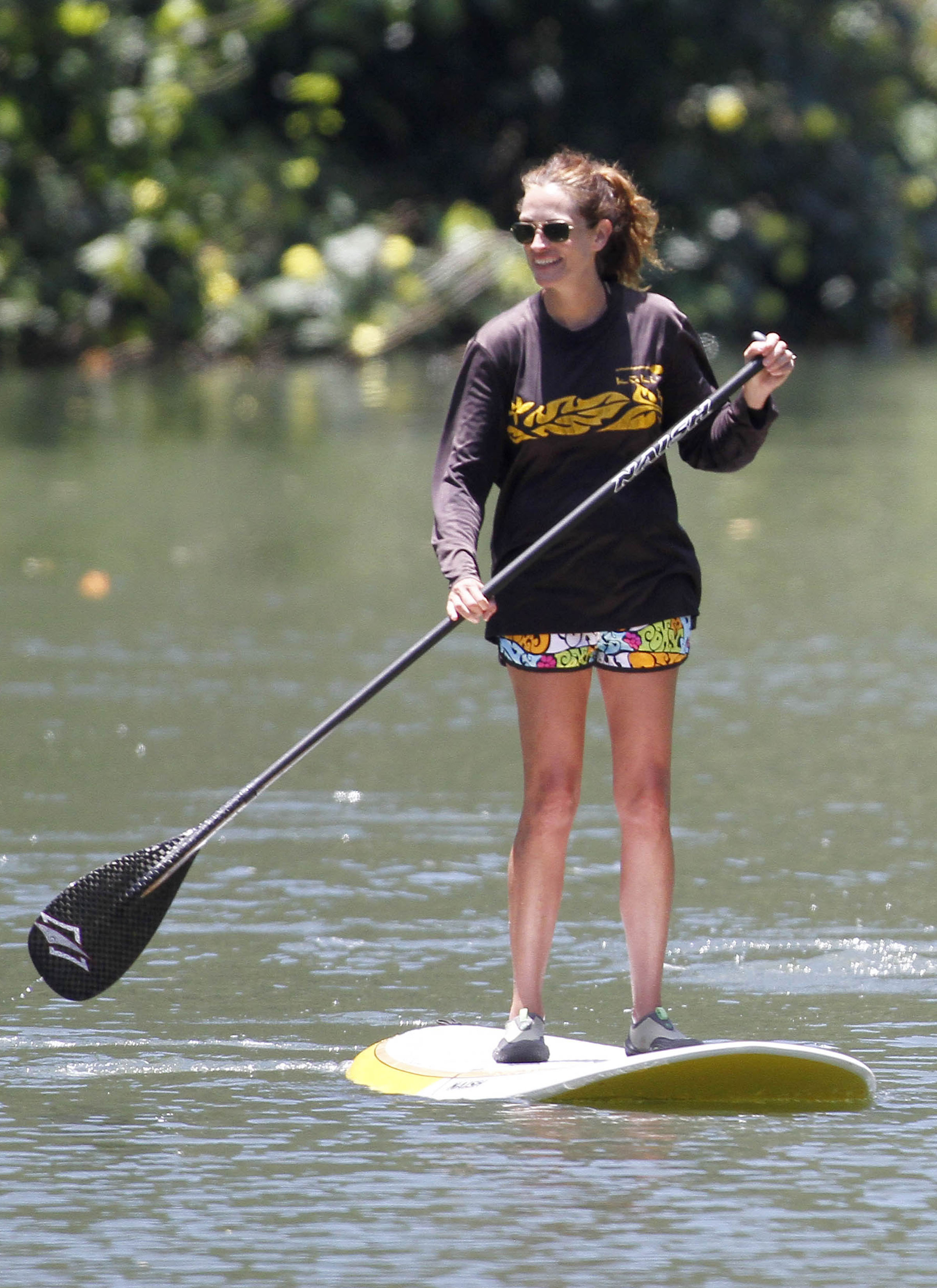 Julia Roberts went paddleboarding.