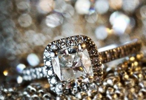 Buy a Lab-Grown Diamond For Your Engagement Ring