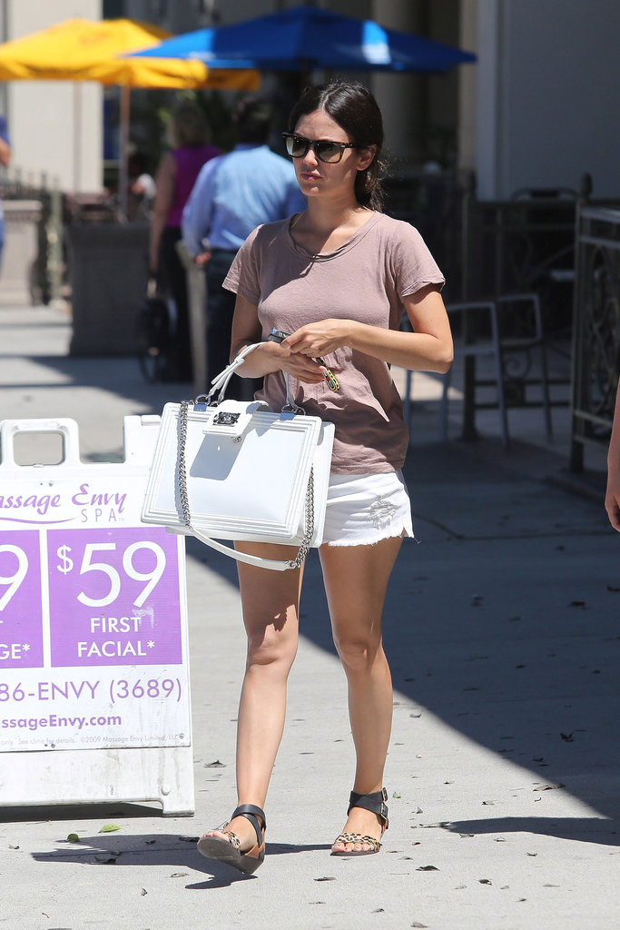 Rachel Bilson slipped into a pair of white cutoffs for a fresh effect against a tan tee and leopard-print sandals.