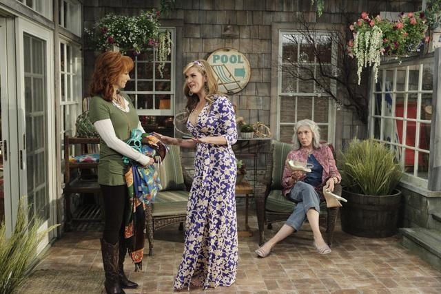 Reba McEntire, Sara Rue, and Lily Tomlin in Malibu Country.