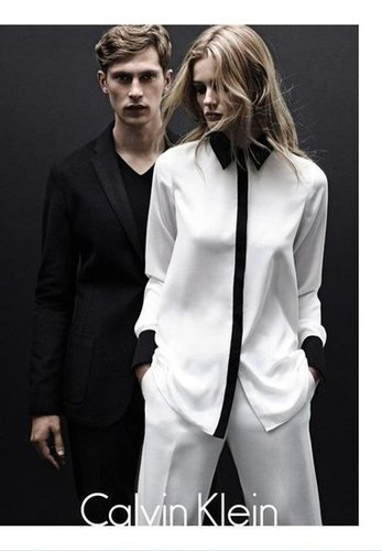 We're crushing on this two-toned collared blouse by the Calvin Klein White Label's Fall 2012 line.