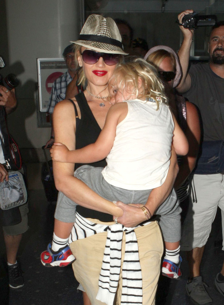 Gwen Stefani carried Zuma off of the plane at LAX.