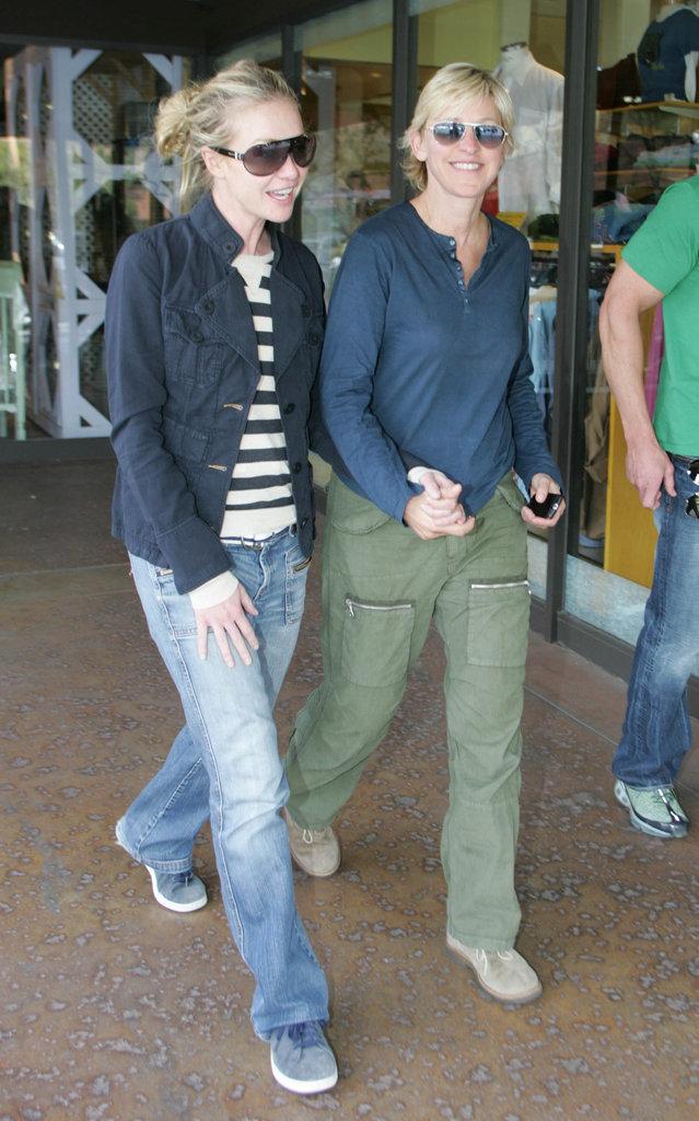 Portia held Ellen's hand during an April 2007 stroll in LA.