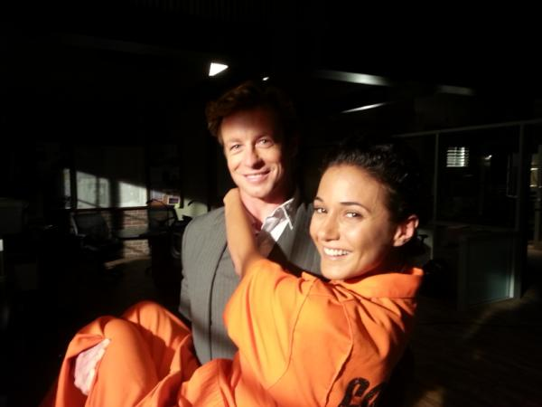 Simon Baker gave Emmanuelle Chriqui a lift on the set of The Mentalist. Source: Twitter user echriqui