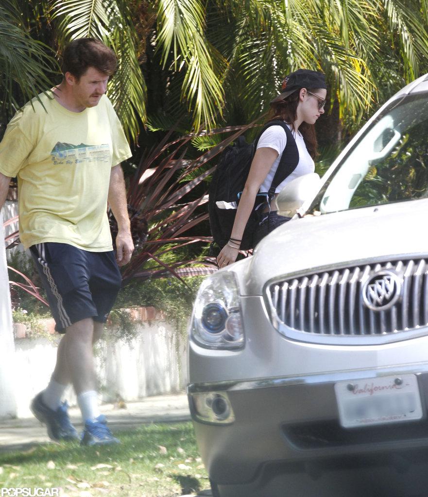 Kristen Stewart walked to a car.