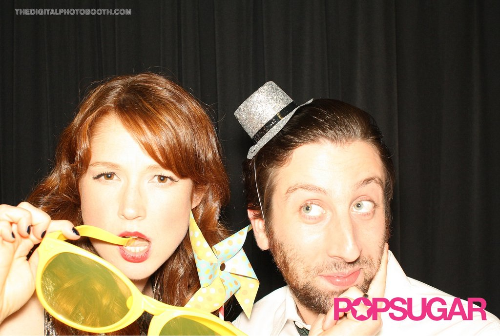 Ellie Kemper and Simon Helberg knew how to pose for a picture.