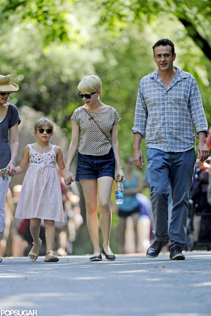 Jason Segel accompanied Michelle Williams and Matilda Ledger to the zoo in NYC.