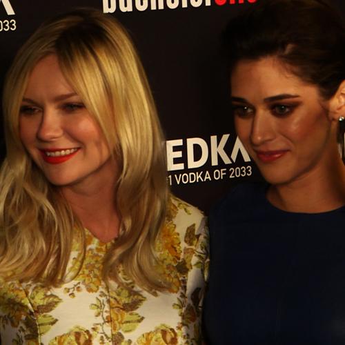 Kirsten Dunst and Isla Fisher Bachelorette Premiere (Video)