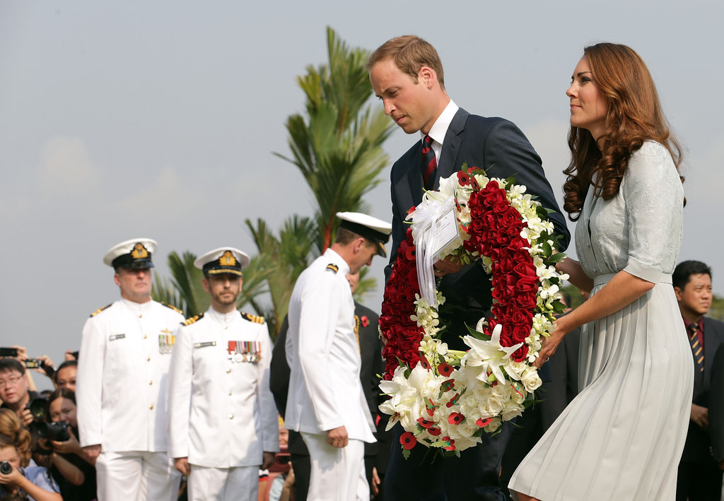 Kate Middleton and Prince William carried a flower wreath to present at the Kranji War Memorial.