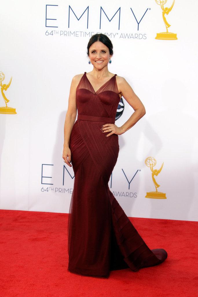 Julie Lois-Dreyfus posed on the red carpet.