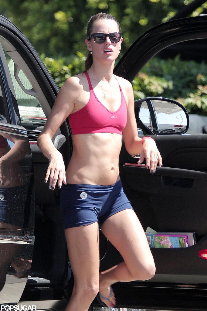 Alessandra Ambrosio went to yoga.
