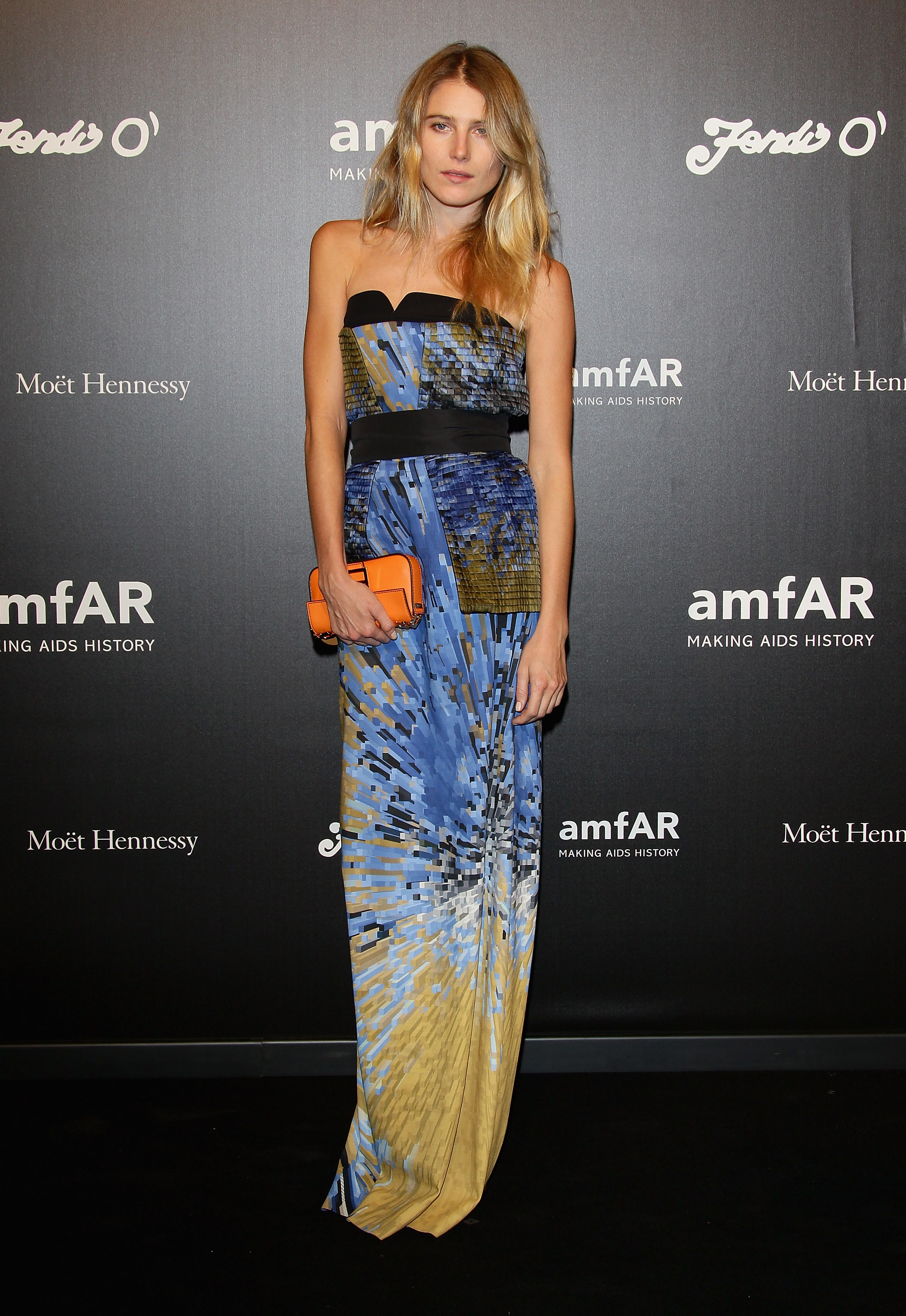 Dree Hemingway outfitted her bold-hued strapless with an equally bright clutch in hand.