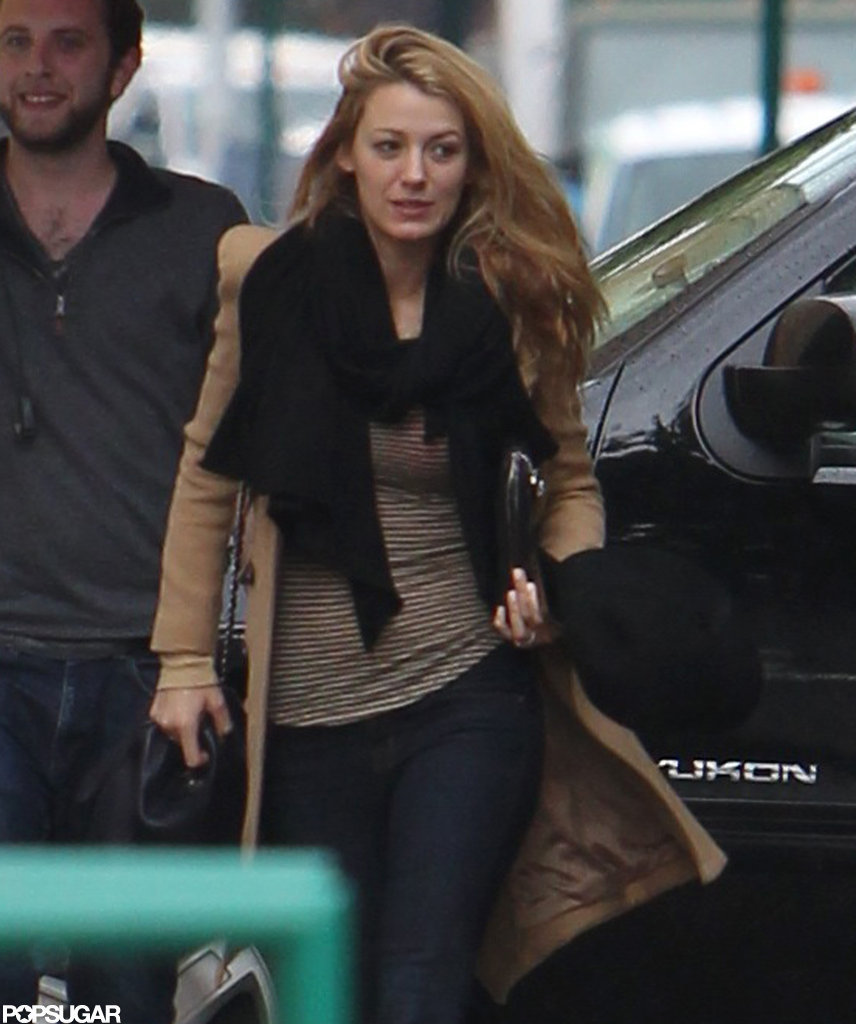Blake Lively's wedding ring was visible on her left hand.