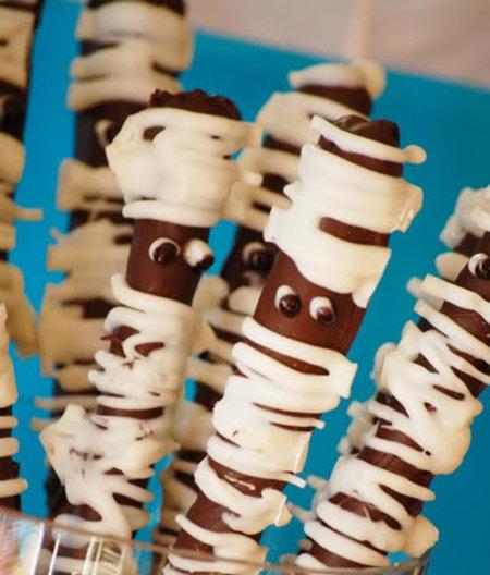 Mummy Chocolate Pretzel Rods