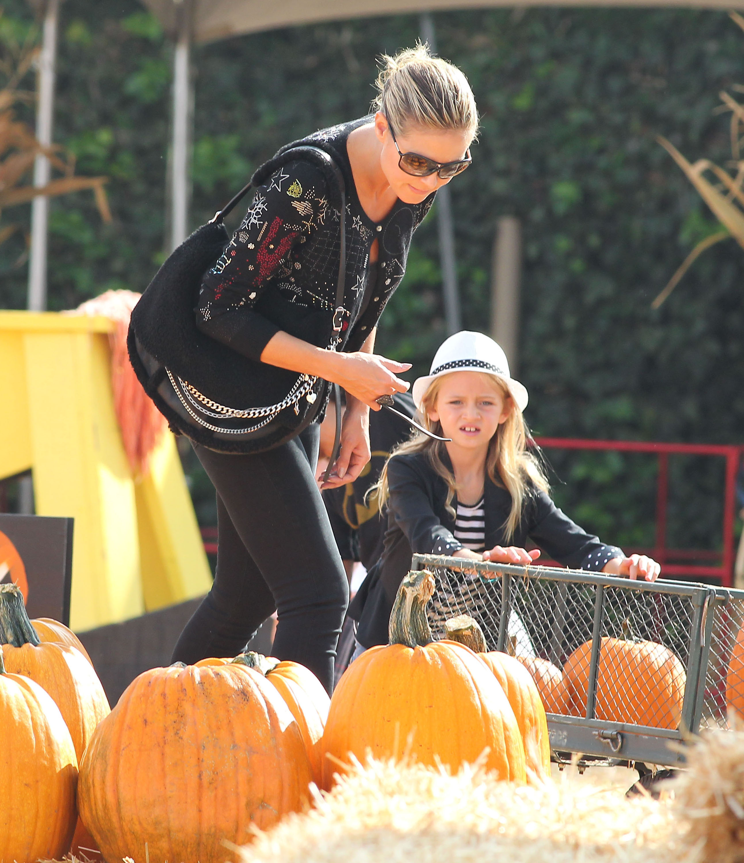 Heidi Klum and Leni picked out pumpkins in LA.
