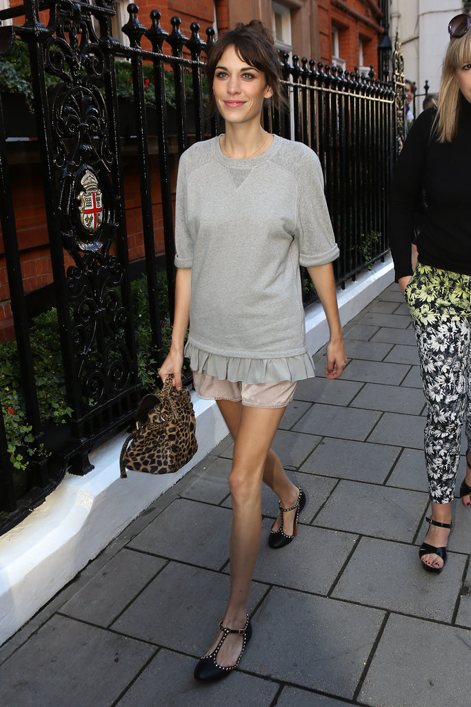 Alexa Chung outfitted a charming casual look, complete ...