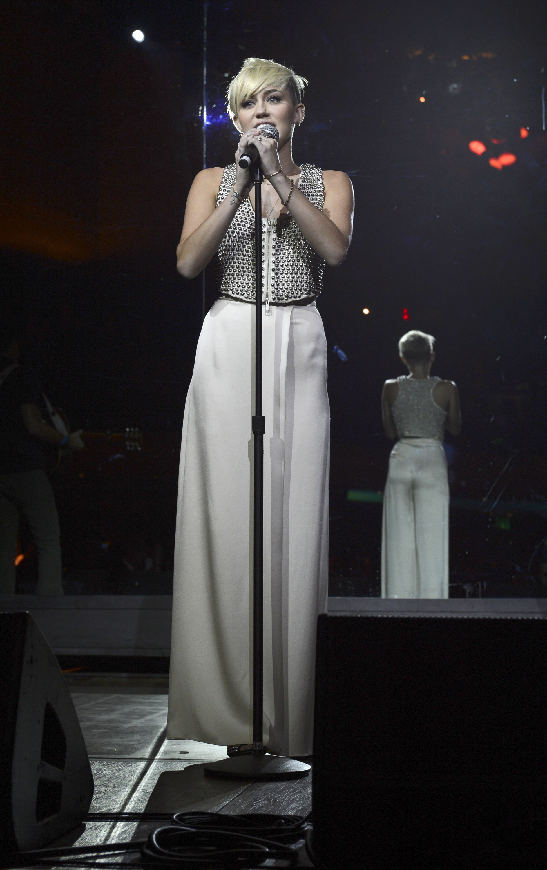 Miley Cyrus chose a full-length cream skirt for the gala.