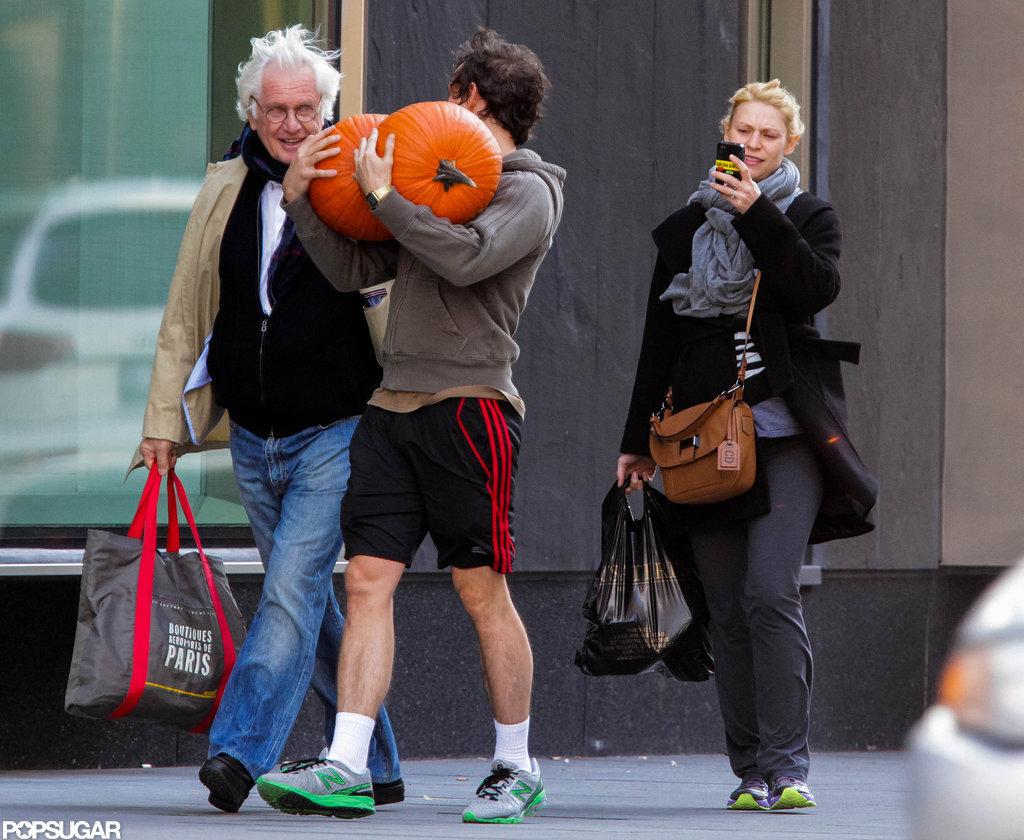 Pregnant Claire Danes took pictures of Hugh Dancy carrying pumpkins in Toronto.
