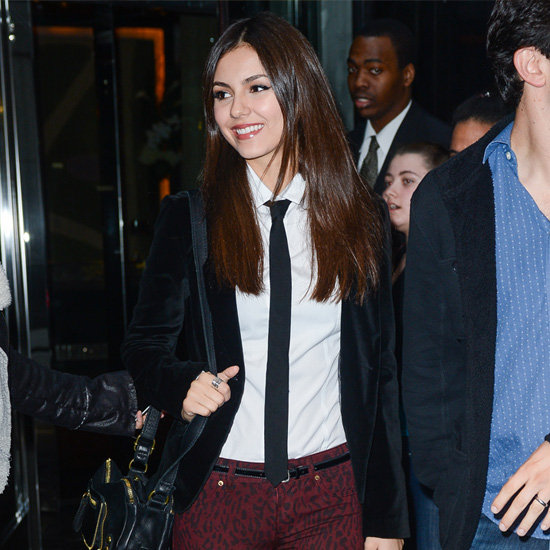 Female Celebrities Wearing Ties (Pictures)