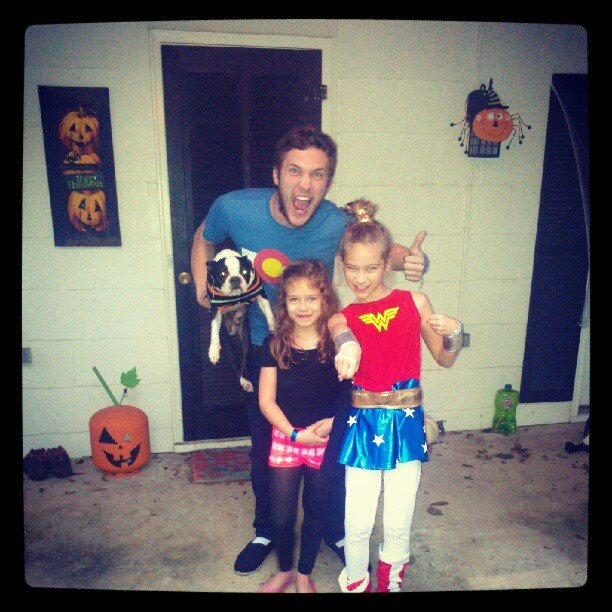 Phillip Phillips went trick-or-treating with his nieces.  Source: Instagram user phillphill