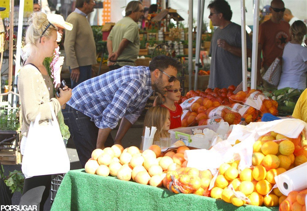 Ben Affleck shopped for fruits and vegetables with Violet and Seraphina Affleck.
