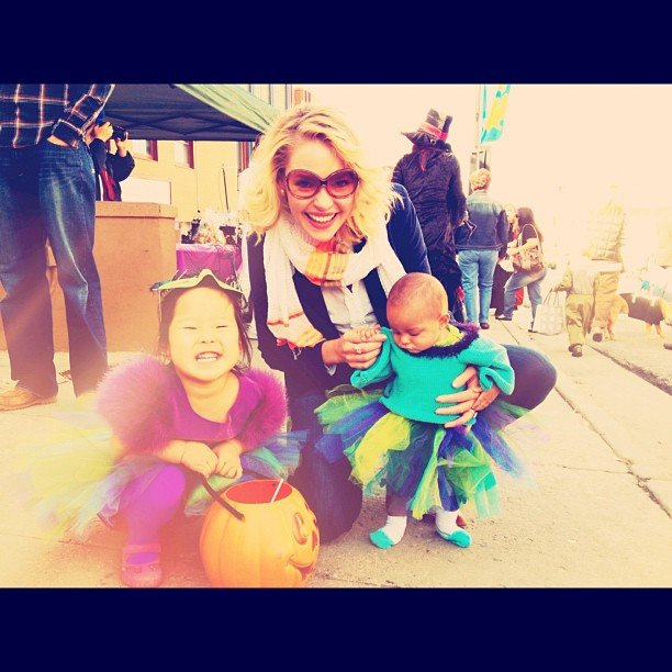 Katherine Heigl posed for a photo with daughters Naleigh and Adalaide. Source: Instagram user katiemheigl