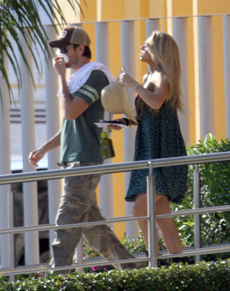 Enrique Iglesias and Anna Kournikova kept close after arriving.