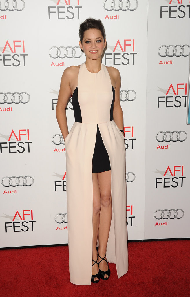 Marion Cotillard used her pockets on the red carpet.