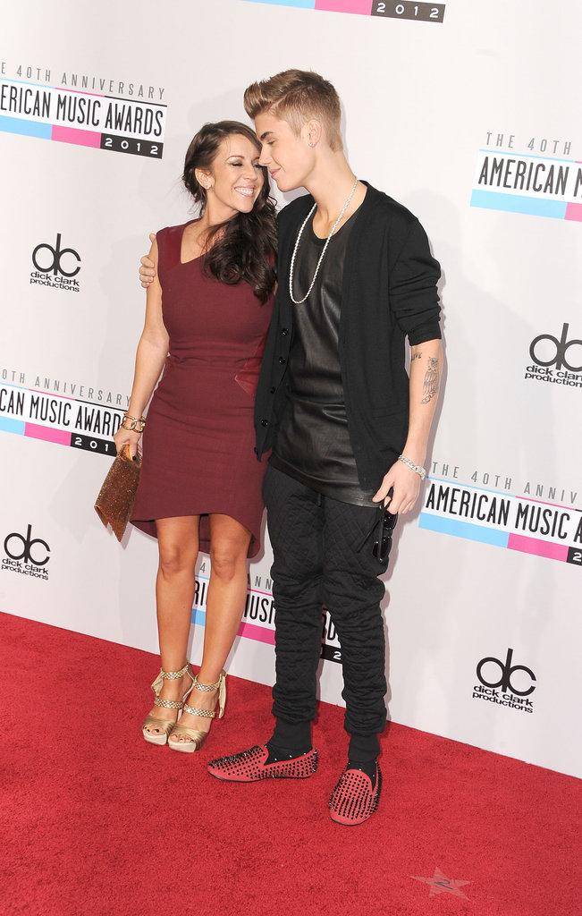 Justin Bieber stood next to his mom.