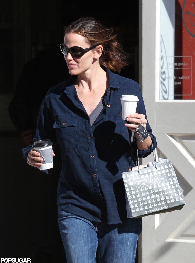 Jenifer Garner stepped out in a blue shirt in LA.