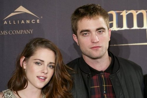 Kristen Stewart and Robert Pattinson posed for photos at the Breaking Dawn —Part 2 photo call in Madrid.