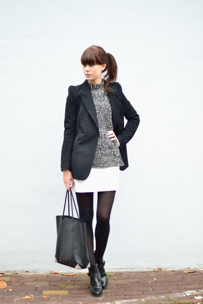A blazer gave this cozy sweater and tight ensemble a little more polish. Source: Lookbook.nu
