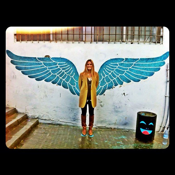 Bar Refaeli took a photo in front of a cool mural. Source: Instagram user barrefaeli