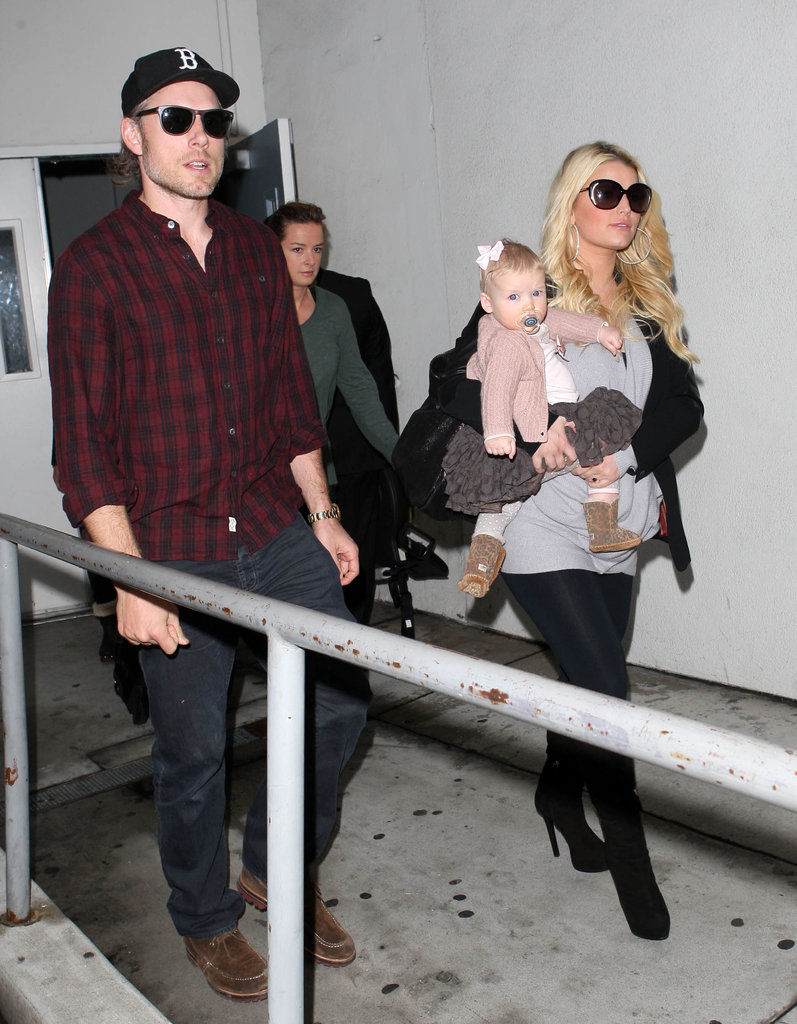 Jessica Simpson Takes Off With Maxwell While Pregnancy Rumors Fly