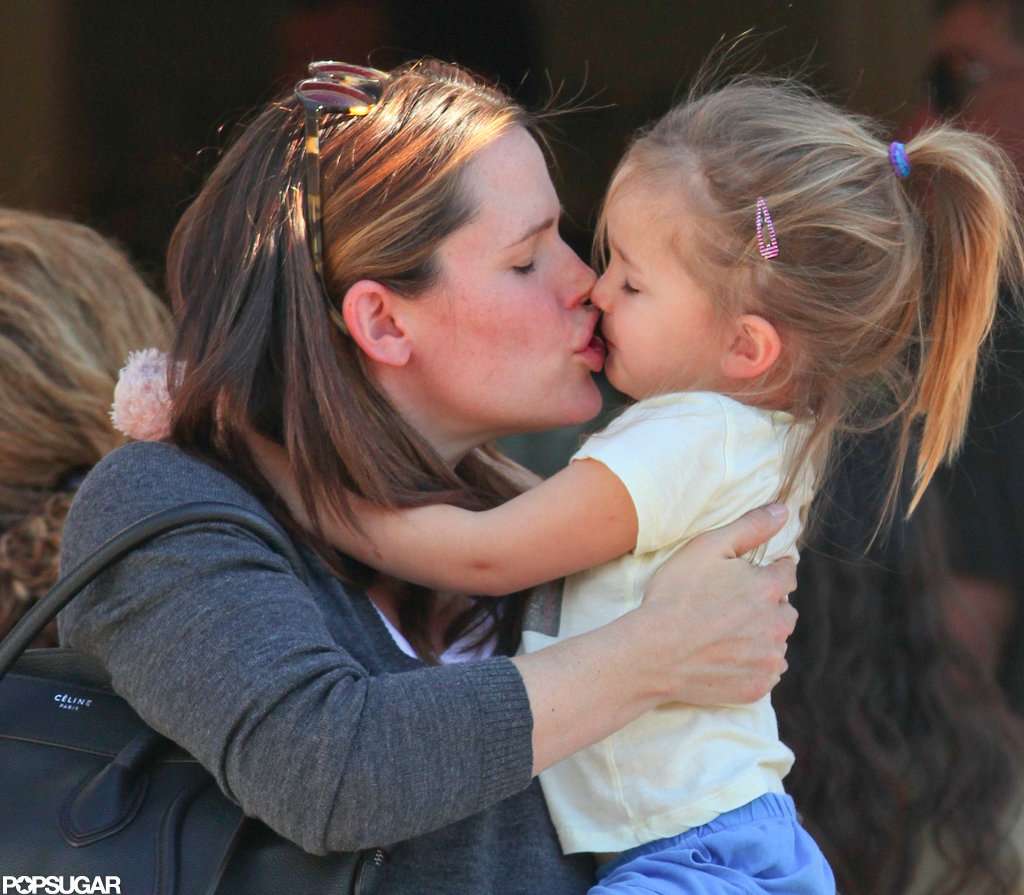 Jennifer Garner leaned in to give Seraphina Affleck a kiss during a mommy-and-me breakfast date in LA in January 2012.