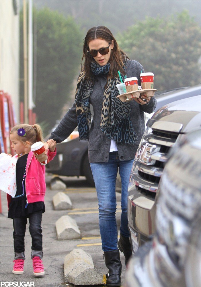 Jennifer Garner and Seraphina Affleck made a trip to Starbucks.