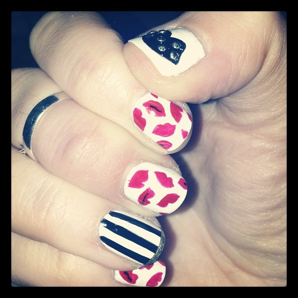 Poppy Delevingne got arty with her nails. How cute are those lips! Source: Instagram user poppydelevingne