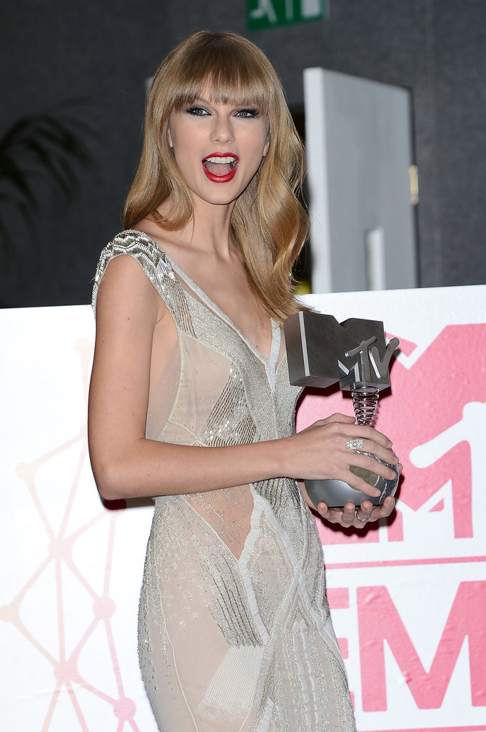Taylor Swift posed backstage with her MTV EMA trophy in November 2012.