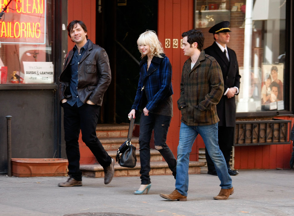 Onscreen Humphrey family — Matthew Settle, Taylor Momsen and Penn Badgley — shared a scene in March 2009.