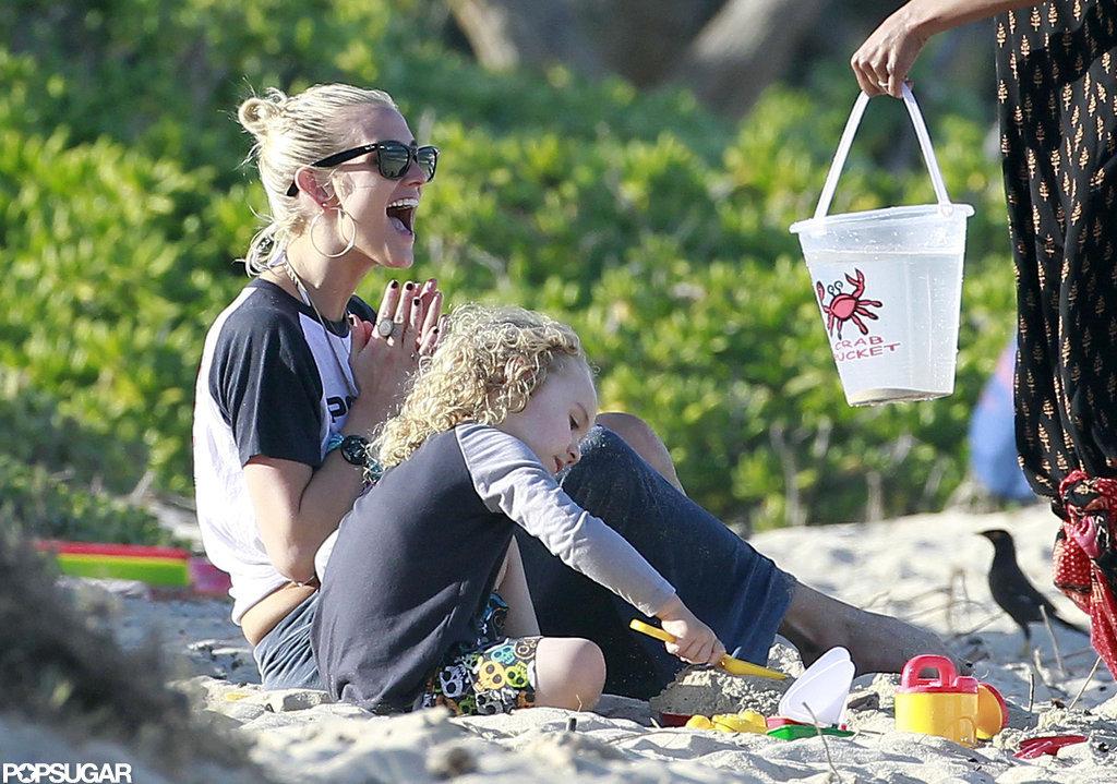 Pregnant Jessica Simpson Wears a Bikini as Ashlee and Bronx Hit the Beach