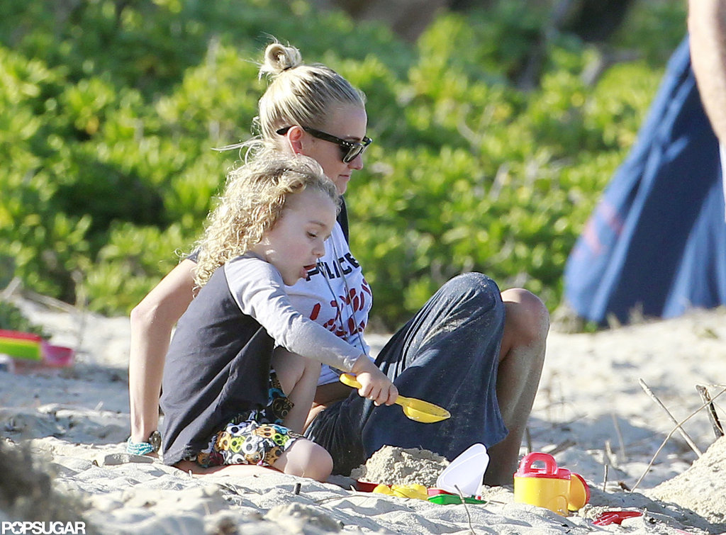 Ashlee Simpson and her son Bronx Wentz played on the beach in Hawaii.