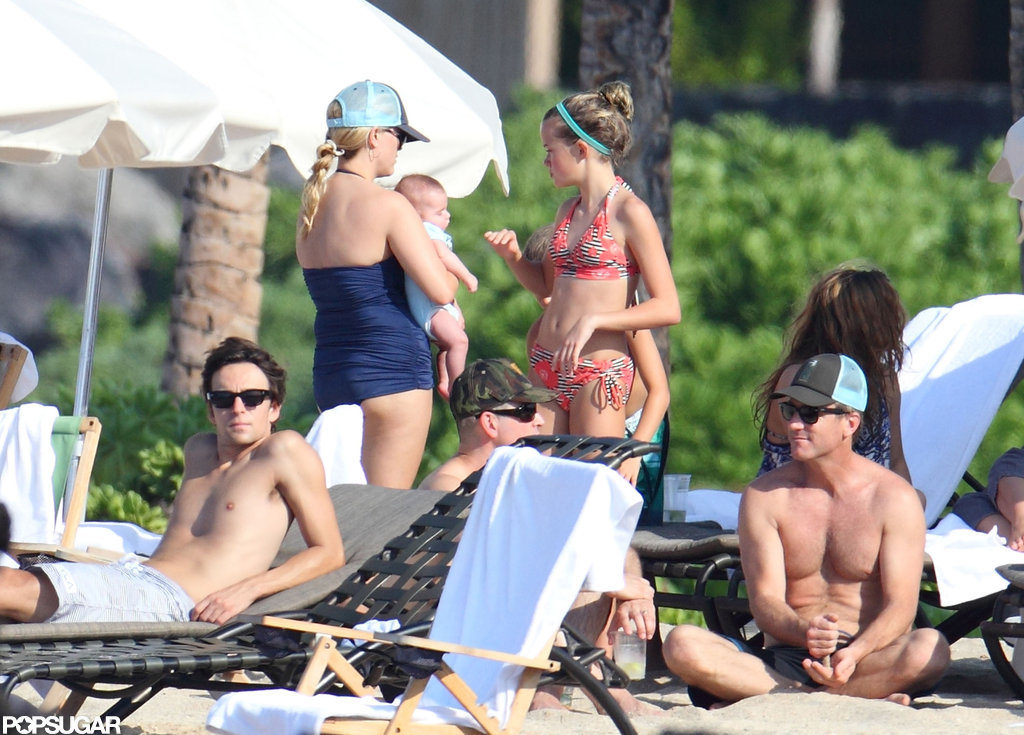 Reese Witherspoon hung out on the beach with Ava and Tennessee.