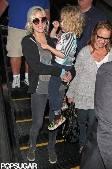 Ashlee Simpson and Bronx Wentz arrived in LA with her mom, Tina Simpson.
